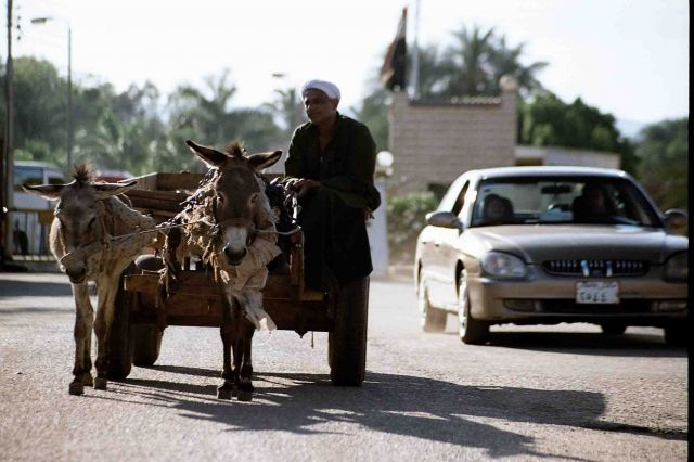 Zdjęcia: okolice luksoru, stare kontra nowe, EGIPT