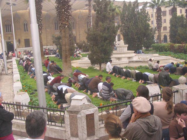 Zdjęcia: Kair, Islamskie modły w samo południe, EGIPT