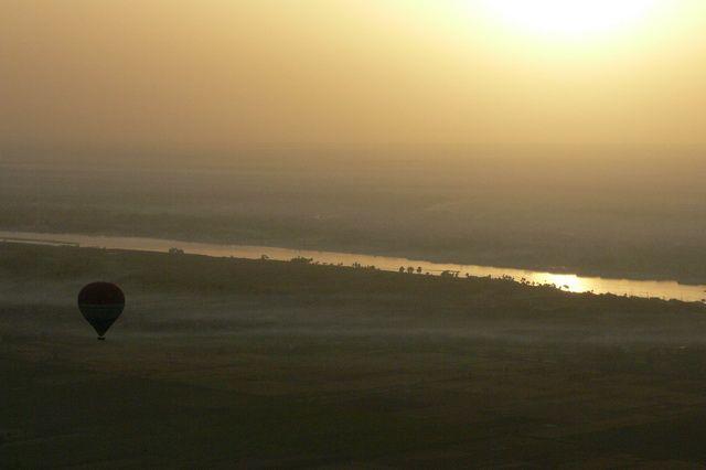 Zdjęcia: okolice Luksoru, Nil o świcie, EGIPT
