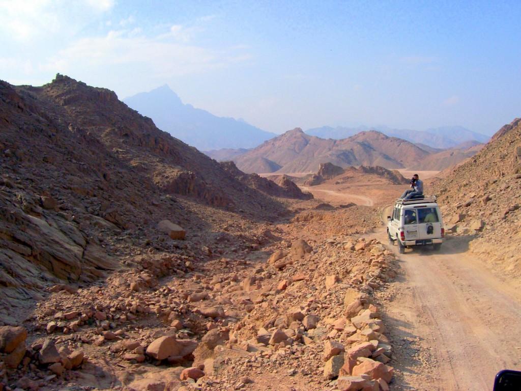 """Zdjęcia: Pustynia, Hurghada, Konkurs """"Tam wrócę""""  jeepem przez pustynię ku wiosce Beduinów, EGIPT"""