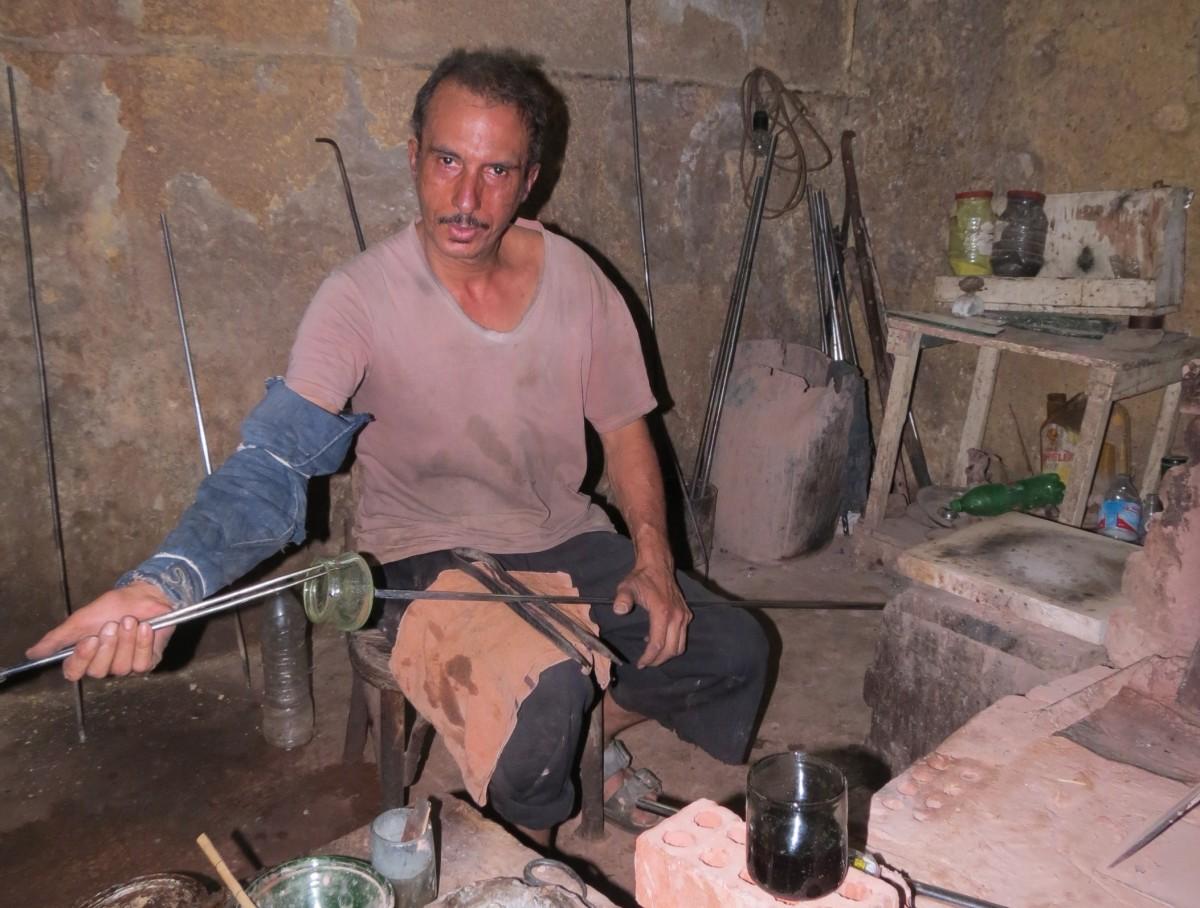 Zdjęcia: Kair, Kair, mistrz szkła, EGIPT