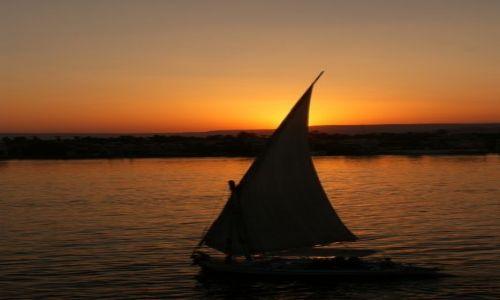 Zdjecie EGIPT / - / Luksor, port / Zachód słońca