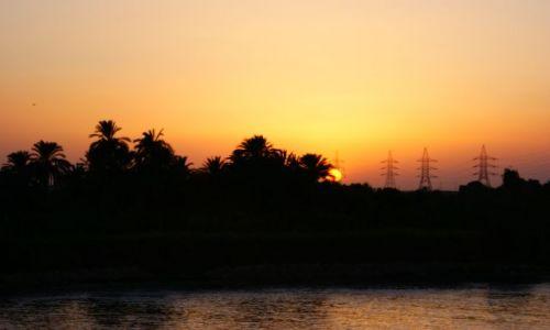 EGIPT / Dolina Nilu / W stronę Asuanu / Ostatnie promienie słońca