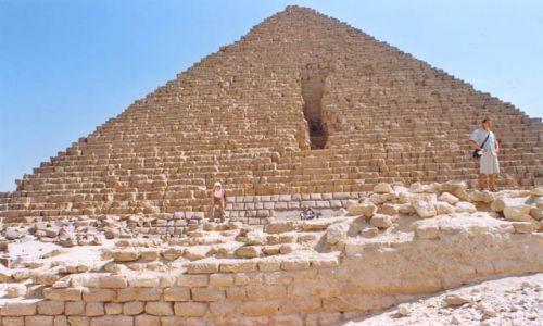 Zdjecie EGIPT / brak / Giza / Pod piramidami
