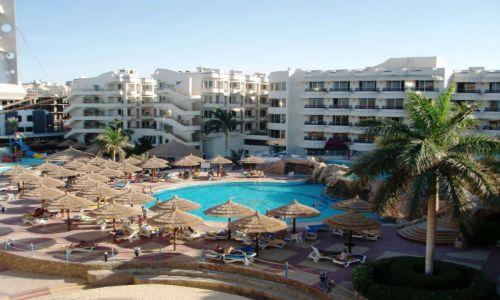 EGIPT / zachodnie wybrzeże Morza   Czerwonego; na południe od Kairu  / Hurghada / Miło jest wypoczywać.....