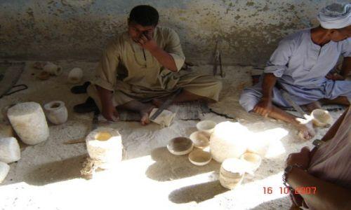 Zdjęcie EGIPT / - / Egipt / Produkcja naczyń z alabastru