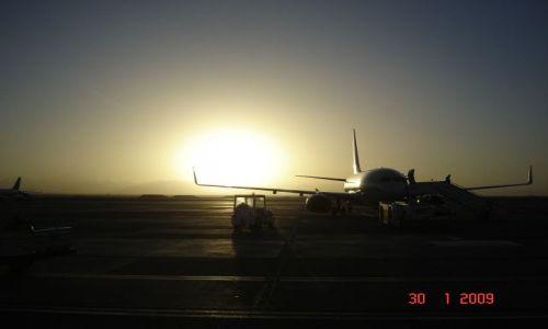 Zdjecie EGIPT / - / Lotnisko w Hurghadzie / Podróż do domu w stronę zachodzącego słońca