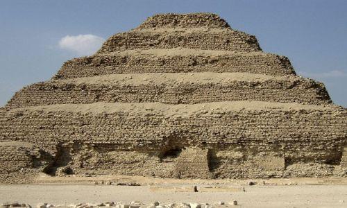 Zdjecie EGIPT / Okolice Kairu / Sakkara / Piramida schodkowa