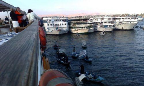 Zdjecie EGIPT / - / Nil / Egipscy handlarze na Nilu