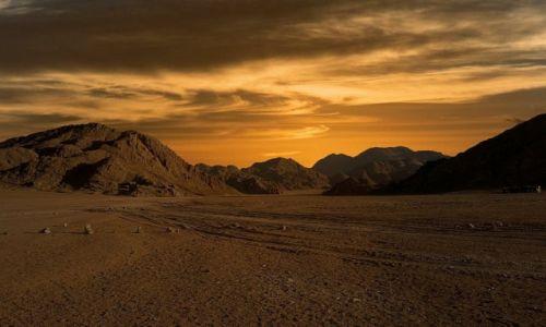 Zdjęcie EGIPT / Hurghada / pustynia / Zmierzch na pustyni
