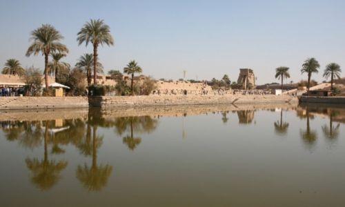 Zdjęcie EGIPT / Górny Egipt / Karnak, świątynia Amona-Re / Święte jezioro