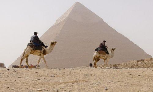 Zdjęcie EGIPT / Kair / Giza / Pod piramidami