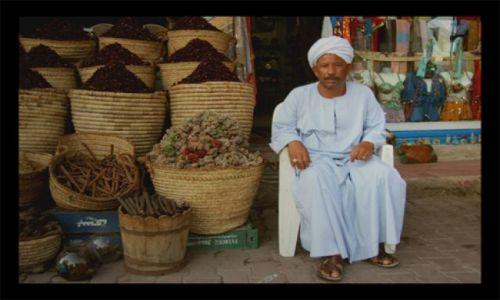 Zdjecie EGIPT / hurgada / bazar / sprzedawca