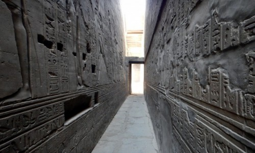 EGIPT / Muhafaza Asuan / Edfu, Świątynia Chorusa / Klaustrofobom