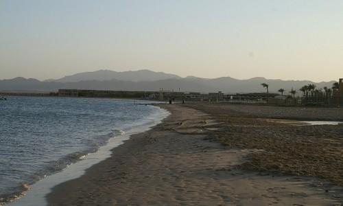 Zdjecie EGIPT / wybrzeże morza Czerwonego / Hurghada / plaża o zachodzie słońca