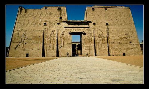 Zdjecie EGIPT / brak / Edfu / Entrance - Take me, thrill me...