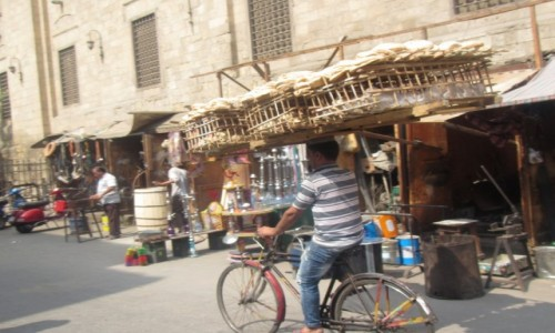 Zdjęcie EGIPT / Kair / Stare  Miasto / Transport chleba