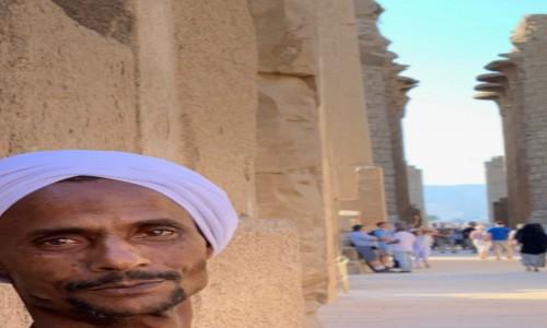 Zdjecie EGIPT / Luksor / Teby / Pan w turbanie