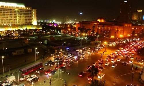 Zdjęcie EGIPT / Kair / Kair / Midan al-Tahrir późnym wieczorem