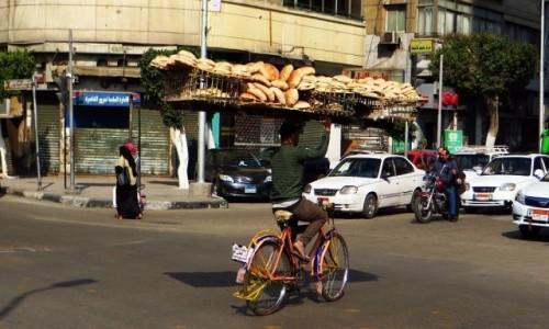 Zdjęcie EGIPT / Kair / Kair - dzielnica muzułmańska / jeszcze jeden dostawca pieczywa