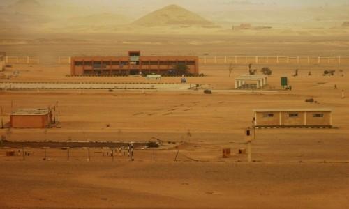 Zdjecie EGIPT / Nekropolia Memficka / Dahszur / widok na piramidę Czerwoną spod piramidy Łamanej