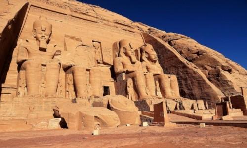 EGIPT / Asuan / Abu Simbel / Uratowana przed zalaniem Świątynia Ramzesa II