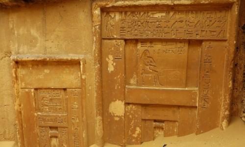 Zdjęcie EGIPT / okolice Kairu / Sakkara / fragment mastaby
