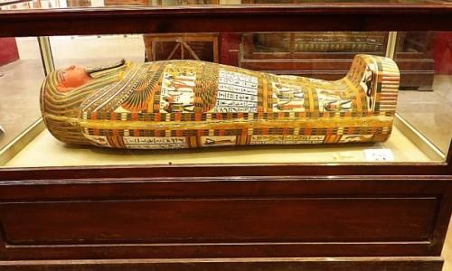 Zdjęcie EGIPT / Kair / Kair - Muzeum Egipskie / trumna antropoidalna