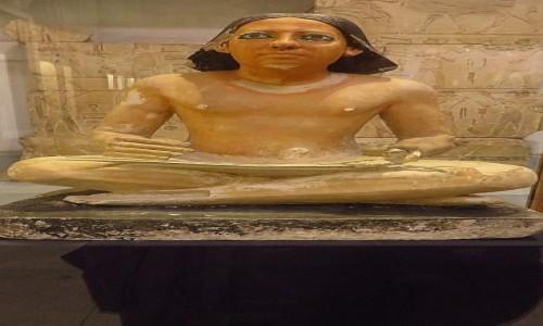 Zdjęcie EGIPT / Kair / Kair - Muzeum Egipskie / posąg skryby