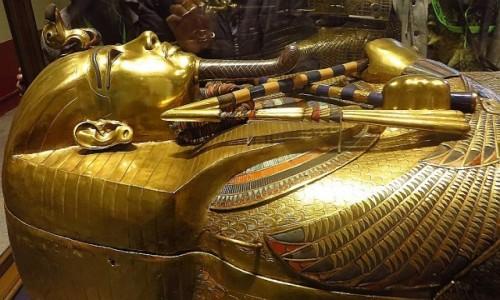 Zdjęcie EGIPT / Kair / Kair - Muzeum Egipskie / trumna antropoidalna Tutanchamona