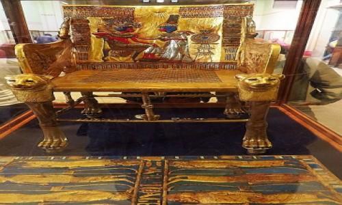 Zdjecie EGIPT / Kair / Kair - Muzeum Egipskie / tron z grobowca Tutanchamona
