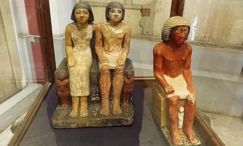 Zdjecie EGIPT / Kair / Kair - Muzeum Egipskie / staroegipski trójkąt małżeński