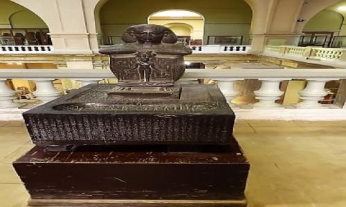 Zdjecie EGIPT / Kair / Kair - Muzeum Egipskie / Magiczny posąg Dżed Hora