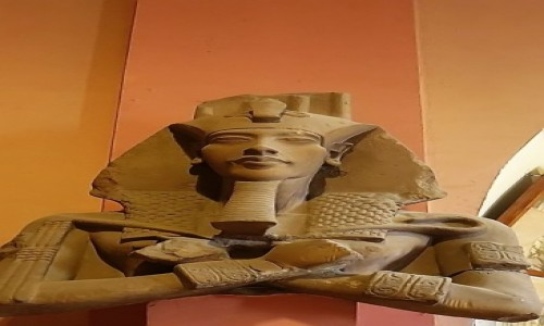 Zdjecie EGIPT / Kair / Kair - Muzeum Egipskie / popiersie Amenhotepa IV (Echnatona)