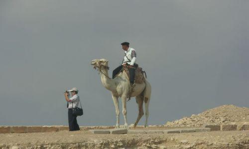 Zdjęcie EGIPT / Giza / nieopodal piramid / egipski ułan