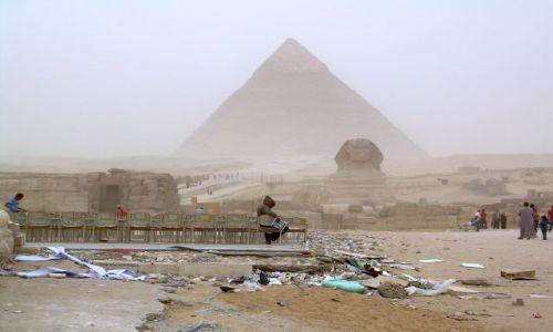 Zdjecie EGIPT / Kair / Giza - w czasie burzy piaskowej / Prawdziwe oblicze Egiptu