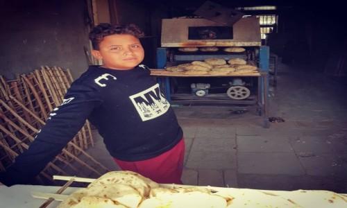 Zdjecie EGIPT / Morze Czerwone / Hurghada / chłopiec pracujący w piekarni