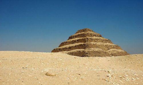 Zdjęcie EGIPT / okolice Kairu / Sakkara / piramida schodkowa w Sakkarze
