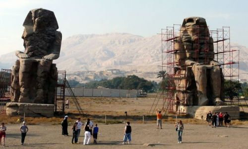 Zdjecie EGIPT / Afryka / Luksor / Kolosy Memnona