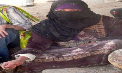 Zdjecie EGIPT / Afryka / Okolice Hurghady / Beduinka