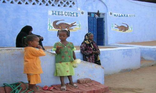 Zdjęcie EGIPT / Egipt wschodni / okolice Asuanu / Mieszkanki wioski nubijskiej