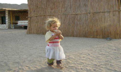 Zdjecie EGIPT / brak / pustynia / dziecko pustyni