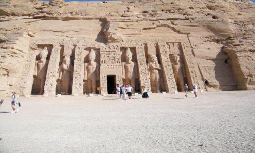Zdjecie EGIPT / ABU SMIBEL  / ABU SMIBEL  /  Malą Swiatynię HATHOR zbudowaną w intencji Netefari02