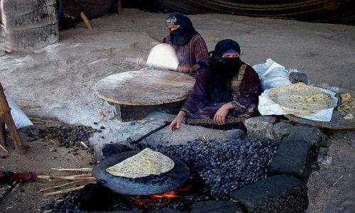 Zdjecie EGIPT / okolice Hurgady / wioska beduińska / Będą placki