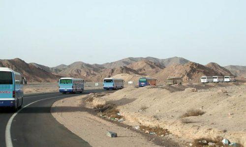 Zdjecie EGIPT / Hurghada / Hurghada / Konwój przez pustynię