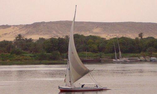 Zdjęcie EGIPT / Assuan / w pobliżu Assuanu / feluka na Nilu