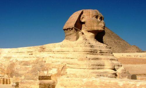 Zdjecie EGIPT / Giza / Na pustyni / Posąg lwa z głową człowieka ; Sfinks