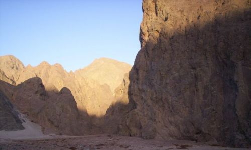 Zdjecie EGIPT / Pustynia Wschodnia / Obok drogi / Świt na pustyni