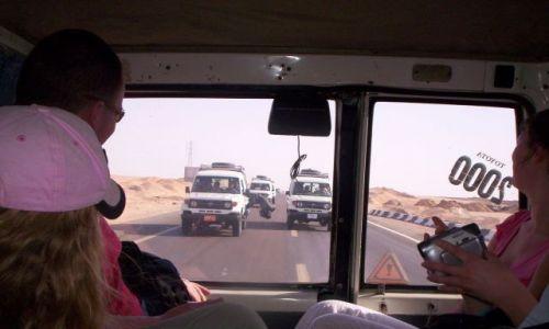 Zdjecie EGIPT / Pustynia Wschodnia / Droga  na safari / Wariat jakiś