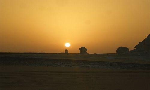 Zdjecie EGIPT / Pustynia Biała Wschodnia / - / Wschód słońca